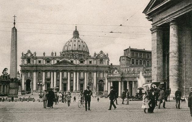Piazza San Pietro agli inizi del Novecento