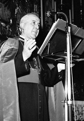 Mons. Carlo Maccari (1913-1997), capo di secondo ufficio del Vicariato di Roma. Inviato in Visita apostolica a S. Giovanni nell'estate 1960, disporrà misure coercitive assai gravi nei confronti del Cappuccino stimmatizzato