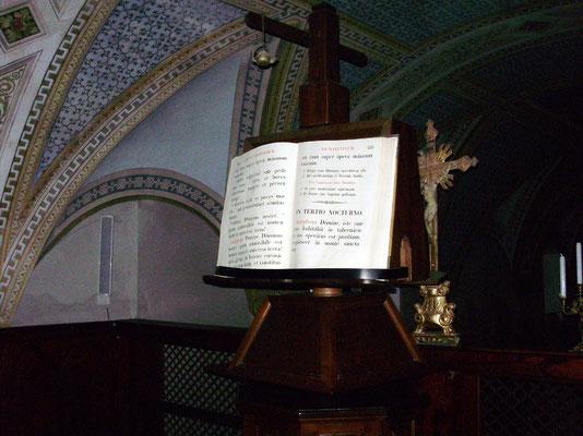 """Il """"badalone"""" di Serracapriola, il grande leggìo usato per i libri di preghiera di grande formato"""