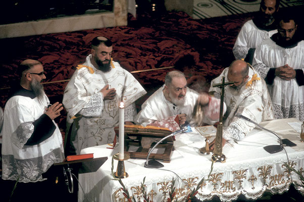 Fu scelta la data del 26 dicembre, Santo Stefano, dichiarata festa cittadina