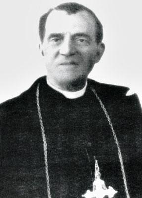 Mons. Pasquale Gagliardi (1859-1941), arcivescovo di Manfredonia. La sua diocesi era allo sfascio, e lui, pastore di comprovata amoralità, copriva e incoraggiava i suoi sodali, mentre puniva i buoni preti. Divenne il portabandiera della lotta a Padre Pio