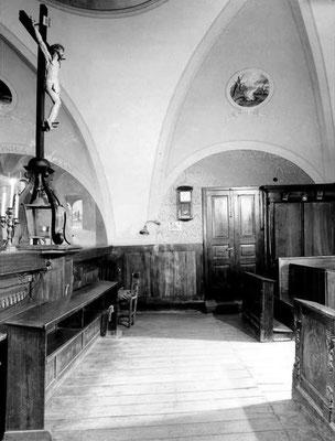 Il coro della vecchia chiesa di Santa Maria delle Grazie, che espone il Crocifisso delle stimmate