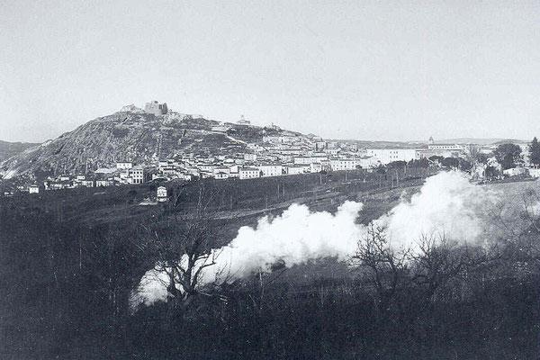 Il Monte di Campobasso visto da occidente. La città, capoluogo della Provincia di Molise, ha origini longobarde. Il nome deriverebbe da 'Campus Vassorum', il 'campo dei vassalli'