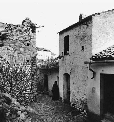 """La casa di Vico Storto Valle a Pietrelcina, dove Francesco Forgione nacque e tornò a stabilirsi dagli inizi del 1909 al febbraio 1916, spesso abitando nella vicina """"Torretta"""". In estate, trascorreva le giornate nel possedimento di famiglia di Piana Romana"""