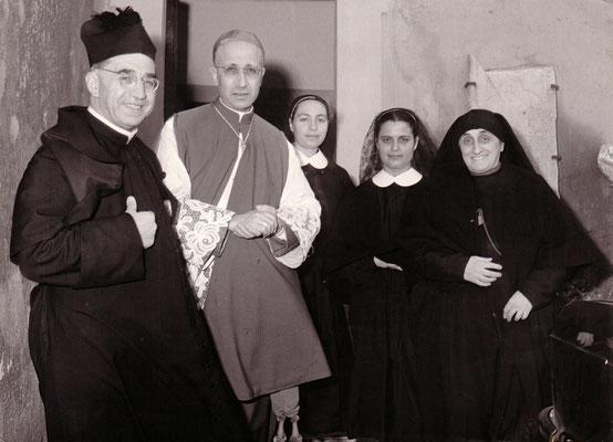 Don Umberto Terenzi (1900-1974), parroco del santuario del Divino Amore. Già seguace di Padre Pio, fu l'organizzatore e il collettore di alcune bobine manipolate e sacrileghe collocate dove il Padre confessava i suoi penitenti