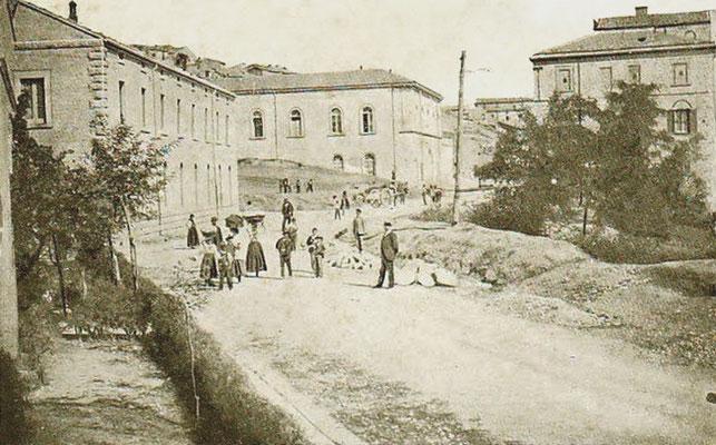 Via Napoli, con il mulino vecchio e le scuole elementari