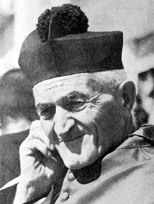 """Il canonico Domenico Palladino (1890-1977), maestro elementare, grande accusatore del Padre. Era circondato da """"comari"""", alle quali scriveva in continuazione. Una Visita apostolica del 1927 lo qualificherà """"immondo e indegno sacerdote"""""""