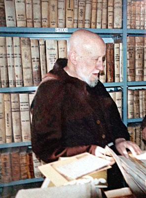 """Padre Alessandro in tarda età. Non prese parte alle cerimonie di beatificazione e canonizzazione di Padre Pio. Pochi mesi dopo il superamento di quest'ultimo traguardo, morì 82enne nel convento """"Sacro Cuore"""" di Campobasso (15 novembre 2002)"""
