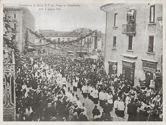 Solenne processione per le strade di Campobasso, in occasione dell'Incoronazione di Maria SS. del Monte, alla quale partecipò Fra Pio da Pietrelcina (5 giugno 1904)