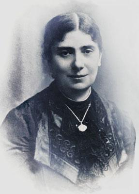 Donna Raffaelina Cerase (1868-1916), nobildonna foggiana, caduta in povertà per dissidi in famiglia. Si offrì vittima per far ritornare Padre Pio nel chiostro. La sua nutrita corrispondenza con lui è raccolta nel II volume dell'Epistolario