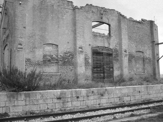 Prospetto del vecchio Scalo merci, posto a 2 km dal paese