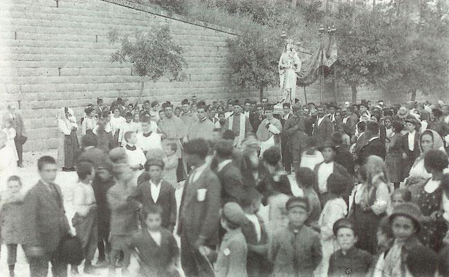 Processione per le strade di Larino della venerata effigie della Beata Maria Vergine delle Grazie, negli anni Venti del Novecento [foto Archivio Pilone]