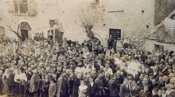 La solenne processione della Madonna della Libera a Pietrelcina, nei primi anni del Novecento