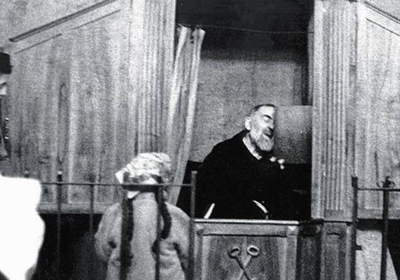"""Le chiavi di S. Pietro, effigiate sulllo sportello, servivano a ricordare che quel sacramento """"apre"""" all'anima le porte della salvezza eterna"""