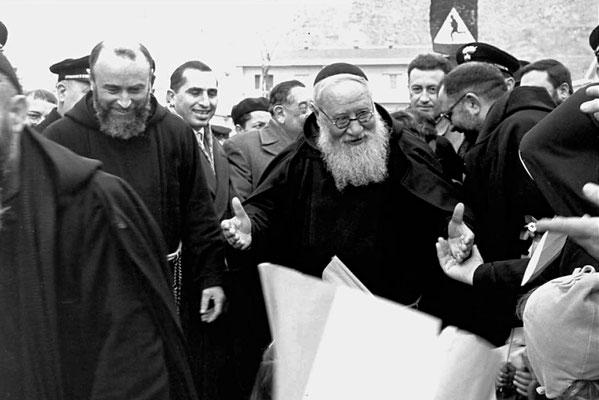 Padre Agostino durante un'inaugurazione a San Giovanni Rotondo. Fu Ministro provinciale per tre volte, dal 1938 al 1944 e dal 1956 al 1959 nonché guardiano a San Giovanni dal 1944 al 1952