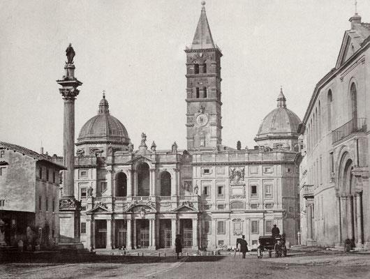 La Basilica di Santa Maria Maggiore, con la colonna mamorea proveniente dalla Basilica di Costantino nel Foro, sulla quale nel 1615 venne collocata la statua della Vergine con Bambino in bronzo