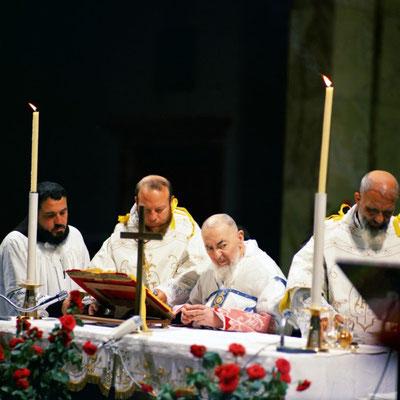 Padre Paolo Covino (primo a sinistra) durante l'Ultima Messa di Padre Pio (22 settembre 1968)
