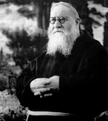 """Padre Agostino fu confessore di Padre Pio sino alla morte, avvenuta a San Giovanni Rotondo il 14 maggio 1963; della consuetudine col futuro Santo lasciò un """"Diario"""", in 4 quaderni, edito una prima volta nel 1971"""