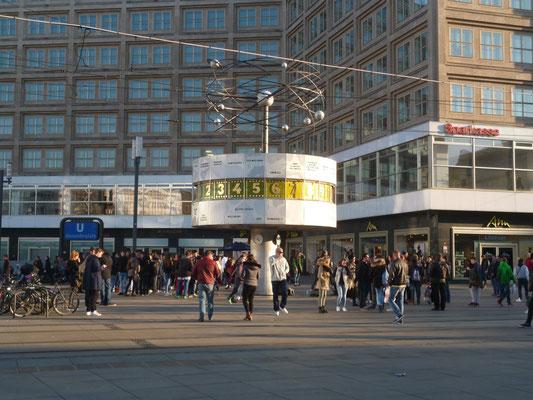 Berliner Weltzeituhr Tourguide