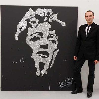 Portrait glitter painting d'Edith Piaf lors d'un évènement d'entreprise. Paris - France