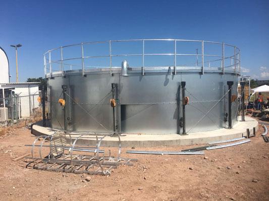 Colocación de mecanismo de elevación de tanque contra incendios