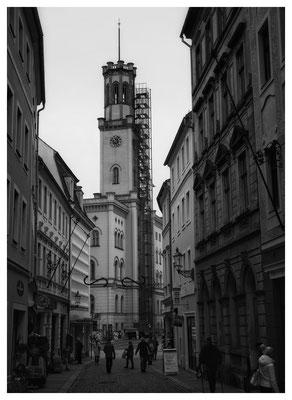 Blick durch die Frauenstraße zum Rathaus