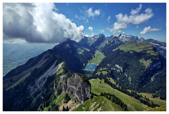 Bllick über das Alpstein-Massiv mit dem Säntis