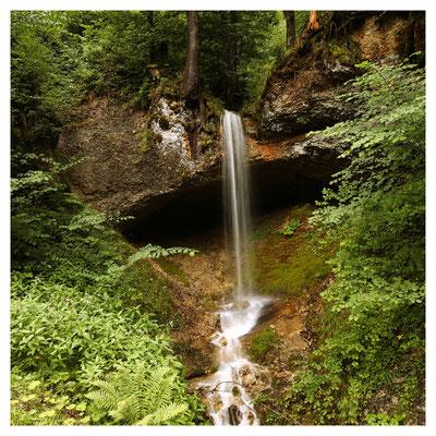 Am Wegesrand: der Wasserfall des Tobelbaches bei Eichenberg...