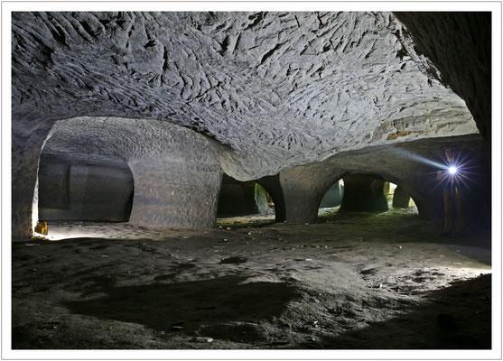 In den tieferen Bereichen sind die Pfeiler deutlich dicker gehalten.