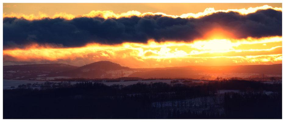 die Höhen des Osterzgebirges: Sonnenuntergang mit Blick zum Geising und zum Kahleberg