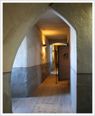 Gefängnistrakt im Keller