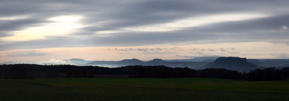 Blick von Rathewalde auf die Tafelberge der Sächsischen Schweiz