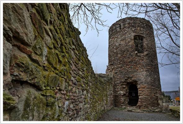 Wehrturm mit Hocheingang (der Durchbruch im Erdgeschoss ist jüngeren Datums)