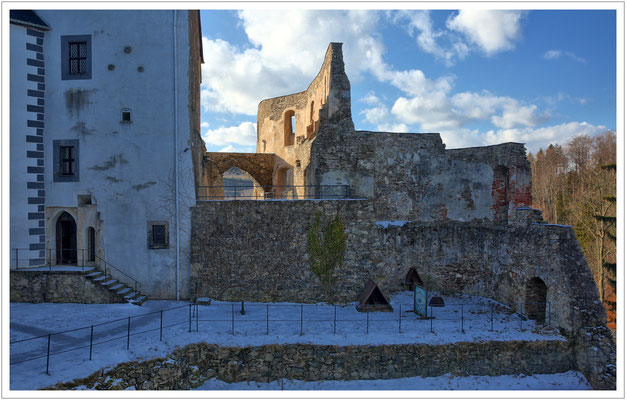 Reste der mittelalterlichen Höhenburg