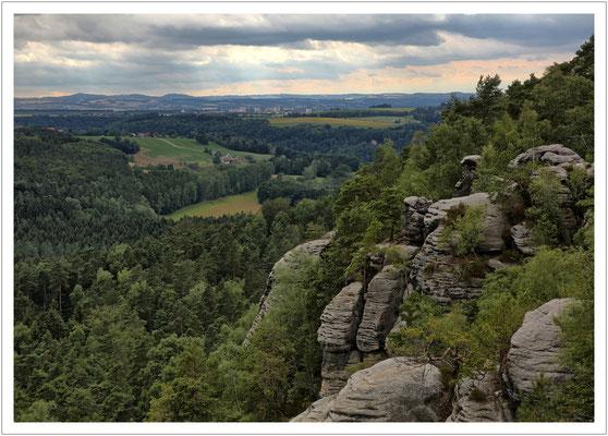 Blick in Richtung Pirna mit dem Osterzgebirgsvorland am Horizont