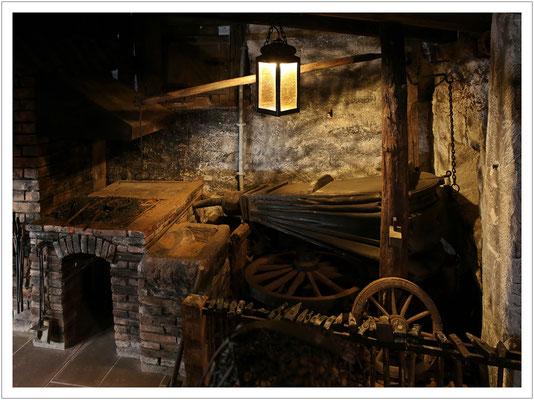 ...beherbergte vom Keller bis zum Dachboden...