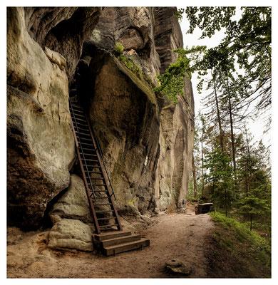 am alten Raubritternest: Zugang zur Felsenburg Schauenstein
