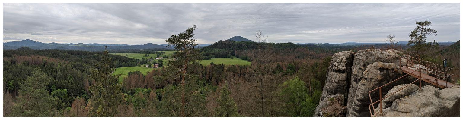 Panoramablick von der Felsenburg Schauenstein