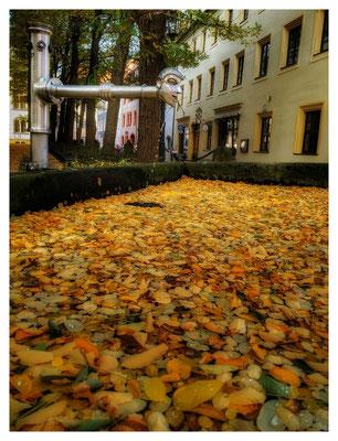 Herbststimmung am Kirchbrunnen