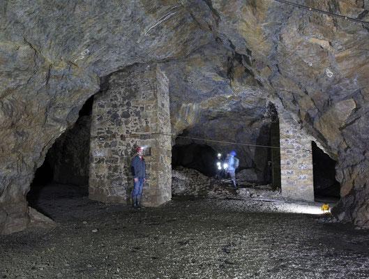 große Abbaukammern im Kalkwerk Zeschnig