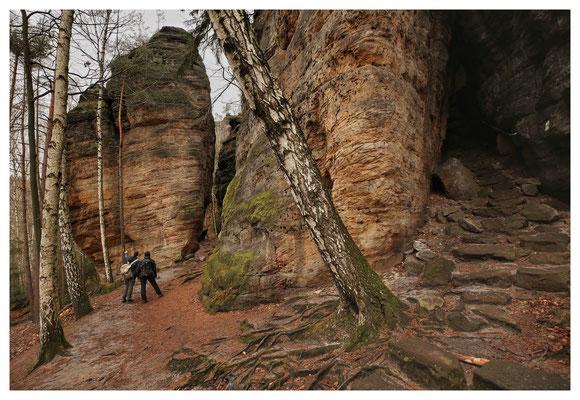 der Einstieg zur Felsengasse (rechts)