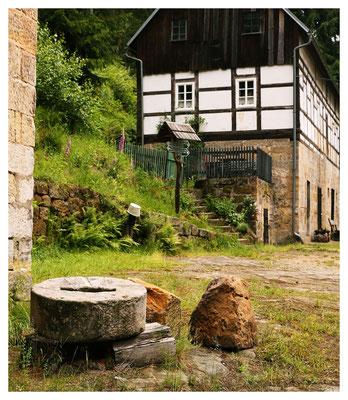 ein alter Mühlstein war noch vorhanden