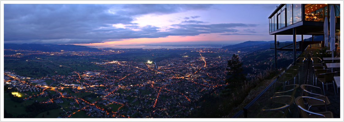 abendlicher Blick auf das Alpenrheintal und den Bodensee