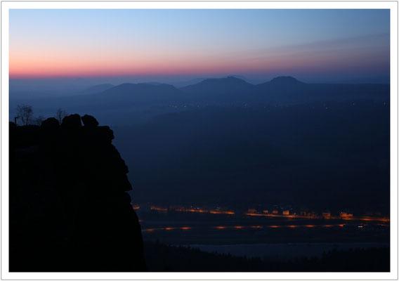 Morgenrot über den rechtselbischen Tafelbergen...
