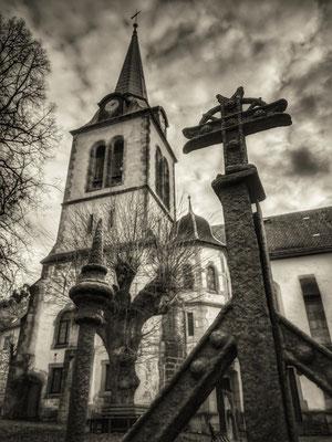 im Zeichen des Kreuzes (Dorfkirche Ottendorf)