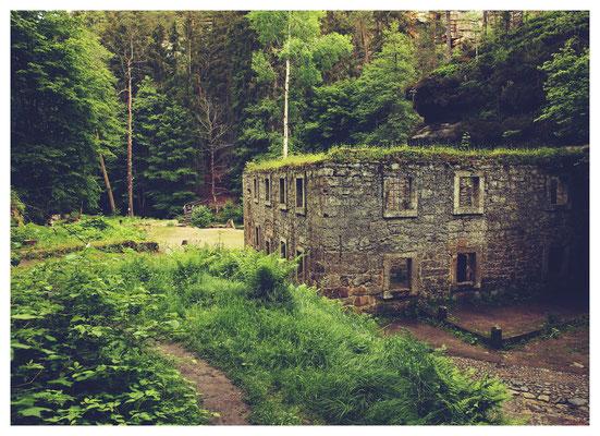 ausgeklappert...die Ruine der Grundmühle im Kamnitztal