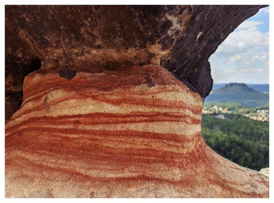 ...und schönen Farben im Sandstein.
