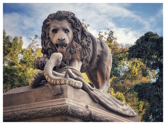 """Das """"Löwen-Denkmal"""" erinnert an die Schlachten von Melegnano und Solferino in Norditalien im Jahr 1859."""