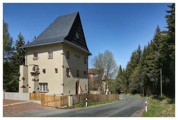 gerettet: der frisch sanierte Erzbunker der alten Zinnwalder Aufbereitung der Stahlwerke Becker AG