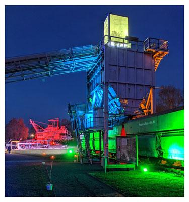Bergbauzeugnisse in grün, blau und rot.